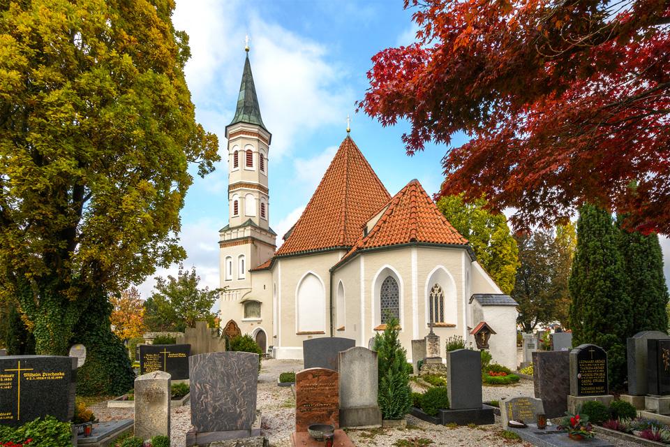 Friedhofskirche St. Salvator und  St. Sebastian auf dem Betberg